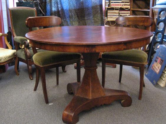 Verkoop antieke meubelen